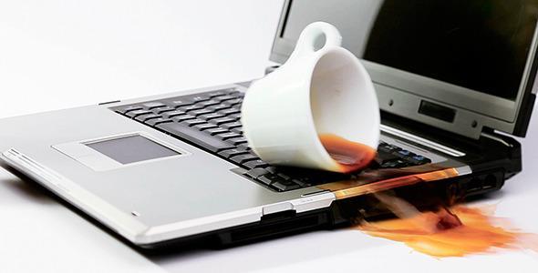 Notebook ou Computador Molhado – O Que Fazer e Como Resolver o Problema